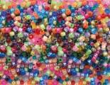 Zvětšit fotografii - Bižuterní korálky a korálky kostičky písmenka 1000 ks