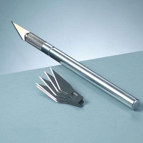 Nůž s výměnnými čepelemi