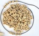 Dřevěné korálky kostičky s písmenky, 300ks