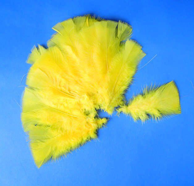 Peří žluté 48ks