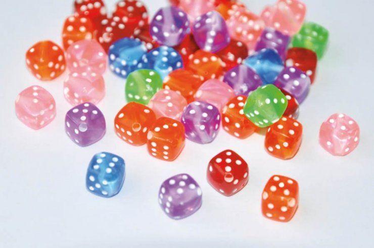 Plastové korálky - hrací kostky 450ks