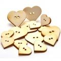 Knoflíčky srdíčka 2x1,8cm - 3x2,7cm - dřevěné výřezy (15ks)